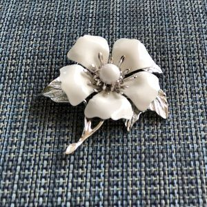 Sarah Coventry Jewelry - Sarah Coventry Brooch